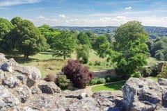 De formella trädgårdarna av Farnham rockerar i Surrey Arkivfoton