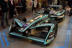 De Formule E Jaguar bevindt zich in het Warenhuis van Moskou van de Staat stock foto's
