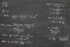 De formule van de energie op bord stock afbeelding