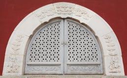 De forntida fönstren Arkivbild