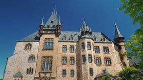 De forntida slottarna av Tyskland - den Wernigerode slotten är schloss som lokaliseras i de Harz bergen ovanför staden av Fotografering för Bildbyråer