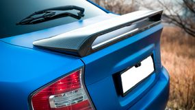 De foto van de blauwe auto stock foto's
