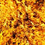 De foto van de brand op een zwarte achtergrond stock fotografie