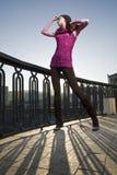 De foto van de manier van meisje op de straat Stock Afbeelding
