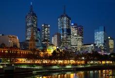De foto van de nacht van de stad van Melbourne Stock Foto's
