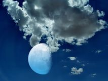De foto van de voorraad van mystieke nachthemel en maan Stock Fotografie