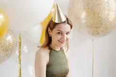 De foto van de manier van mooie vrouw met ballons Het stellen van het meisje Sluit omhoog Royalty-vrije Stock Fotografie