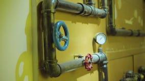 De foto van metaalpijpen voor watervoorziening stock footage