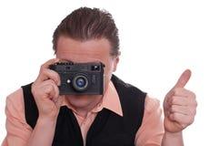 De fotograaf met camera steunt zijn duim royalty-vrije stock afbeeldingen