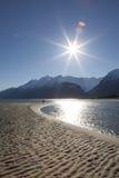 De fotograaf van Alaska in de zomer stock afbeelding