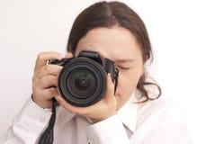 De fotograaf van de vrouw met camera Royalty-vrije Stock Afbeeldingen