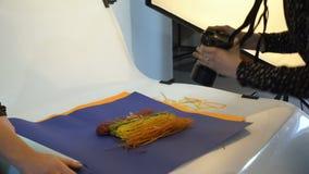De fotografie die van het coulissevoedsel fotowerkruimte nemen stock videobeelden