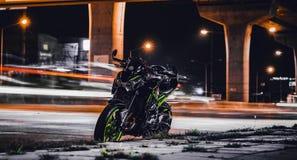 De fotografie van de nachtstraat stock afbeelding