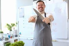 De Fotografie van Sharpening Steel Knife van de Bloggerchef-kok royalty-vrije stock foto