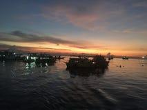 De fotografiezonsondergang van de visserslevensstijl over het overzees Koh Tao Thailand Royalty-vrije Stock Fotografie