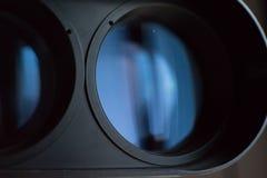 De främre linserna av kraftig kikare Arkivfoton