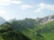 De från Liechtenstein bergen fotografering för bildbyråer