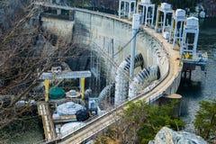 De frambringande enheterna på Smith Mountain Hydroelectric Dam arkivbild