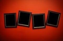 De frames van de kunst op rode muur Stock Foto