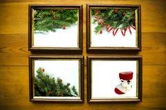 De frames van Kerstmis op houten muur Royalty-vrije Stock Afbeeldingen