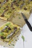 De Franse Pizza van de Ui - Pissaladiere stock afbeelding