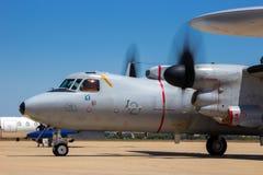 De Franse vliegtuigen in de lucht van de Marine e-2C Hawkeye vroegtijdige waarschuwing stock foto's