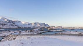 De Fredvang-bruggen verbinden de eilanden Flakstadøya en Mosken stock foto