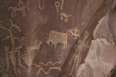 De fresko's die een optocht van prinsessen, omvat door structuur van een eiwit met honing van wilde bijen vertegenwoordigen, hebb Royalty-vrije Stock Fotografie