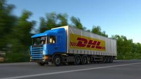 De fret camion semi avec le logo exprès de DHL conduisant le long du chemin forestier Rendu 3D éditorial Photos libres de droits