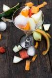 De fruitsalade van de Topviewmeloen stock fotografie
