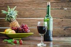 De frutas todavía del vino vida Foto de archivo libre de regalías