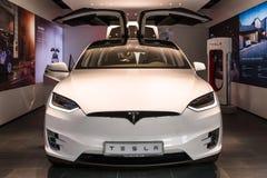De full-sized, alle-elektrische, luxe, oversteekplaats SUV Tesla Modelx stock foto's