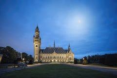 De Fullmoonlichten raken de stadspaleis van Den Haag Royalty-vrije Stock Foto's