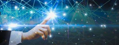 De futuristische achtergrond, vrouwen die vingers gebruiken ervaart beste technologie van moderne innovaties, concepten het virtu royalty-vrije stock afbeeldingen