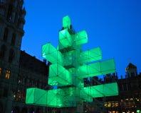 De futuristische bouw vervangt Kerstboom Stock Afbeeldingen