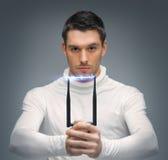 De futuristische mens met overweldigt kanon Stock Foto