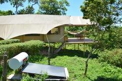 De Galapagos Safari Camp Tent en Zonnepaneel Stock Fotografie