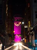 De Galata-Toren bij Nacht - Roze Royalty-vrije Stock Afbeeldingen