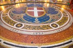 De Galerij Vittorio Emanuele II van de mozaïekvloer beroemde wandelgalerij, Milaan, Italië royalty-vrije stock foto's