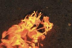 De gamla brännskadorna för den svarta plattan för vinyl på en sten ytbehandlar Royaltyfri Foto