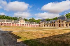 De gamla byggnaderna av godset av Vaux-le-Vicomte, Frankrike Arkivfoton