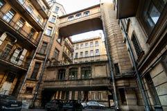 De gamla byggnaderna av staden på Neva River Royaltyfria Foton