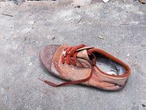 De gamla defekta skorna Fotografering för Bildbyråer