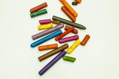 De gamla färgpennorna Arkivbilder