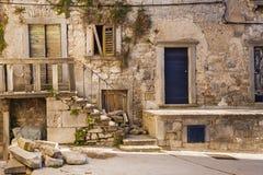 De gamla gatorna av den forntida staden av Labin, Kroatien Fotografering för Bildbyråer