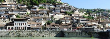 De gamla husen av Berat på Albanien Fotografering för Bildbyråer