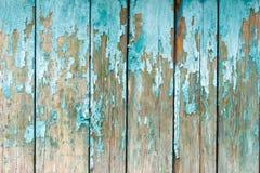 De gamla staketbrädena med klirrandet Målat ljus - blå målarfärg Royaltyfri Fotografi
