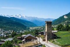 De gamla tornen i Svanetia, Mestia, Georgia Arkivbild