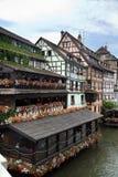 De gamla utformade husen i Petite France, Strasburg Royaltyfria Bilder