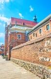 De gamla väggarna av St Catherine Church i Krakow, Polen arkivbild
